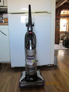 Bissell CleanView Deluxe Pet Vacuum