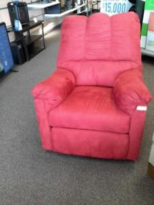 *** USED *** ASHLEY DARCY SALSA RECLINER   S/N:51258471   #STORE908