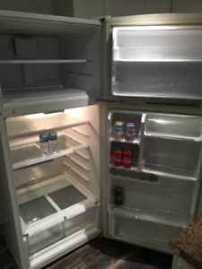 Refrigerateur - Fridge to sale very CLEAN and GOOD CONDITION