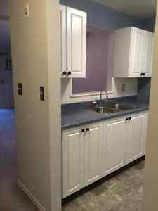 Bright 2 Bedroom Apartment in Quiet Condo BLD