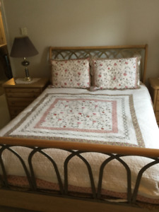 ABSOLUTELY BEAUTIFUL 4PC BEDROOM SUITE w/ BOX SPRING & MATTRESS