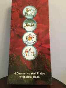 4 Decorative Wall Plates with Metal Rack