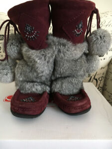 SOFTMOC STORE MOCCASIN HIGH BOOTS ALMOST NEW COND. HARDLY USED!