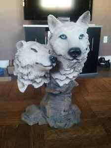 White wolves statue
