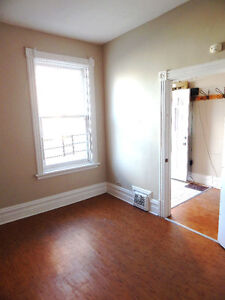 SPACIOUS 4 OR 5 BEDROOM HOUSE PERFECT FOR U OTTAWA STUDENTS