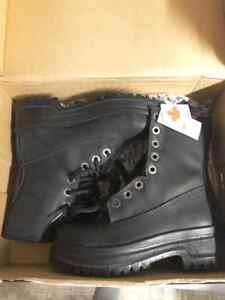 Woman size 6.5 steel toe work boots, brand new