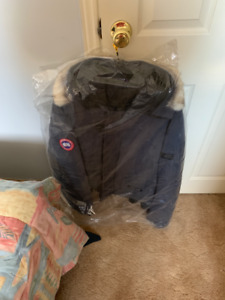 Mens Canada Goose Winter Jacket LARGE *DRY-CLEANED*