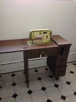 Sewing machine/ machine a coudre