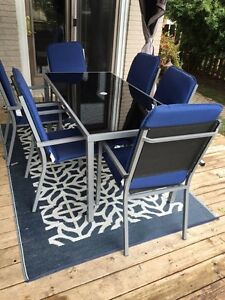 BRAND NEW patio set !