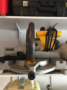 DEWALT 12-inch Compound Miter Saw