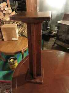 ANTIQUE SOLID OAK SMALL PLANT STAND GREAT CONDITION asking $45 o