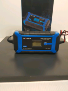 Projecta battery charger.#325368