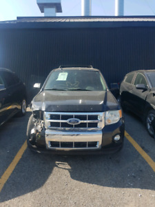 Ford escape Limited AWD 2009, negotiable accidenté clean title.