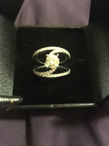 14 Karat white gold GORGEOUS AND VERY UNIQUE engagement ring