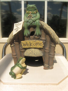 ADORABLE LITTLE CERAMIC TOAD HOUSE  with MISTER TOAD