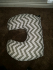 Baby feeding/support pillow