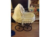 Victorian Crib with wheels mint condition !!!