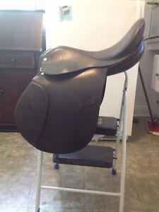 English Saddle Size 16.5 Good Condition 185$