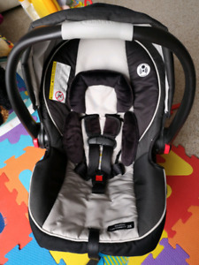Graco Snugride Click Connect Infant car seat with base