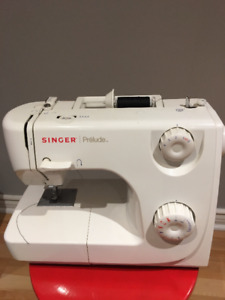 Machine a coudre /Sewing Machine (Singer Prelude)