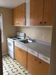 LARGE 2 BEDROOM CLOSE TO DAL, QUINPOOL, DOWNTOWN & HOSPITALS
