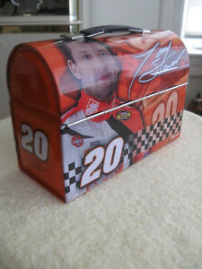 """SPORTY VINTAGE """"RACE-CAR"""" ENTHUSIAST'S METAL LUNCH-BOX"""