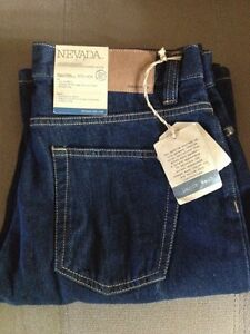 Brand new - Nevada relaxed straight. Men's 30w 32l London Ontario image 1