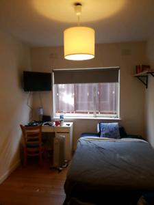 Private room in st kilda east (balaclava station)