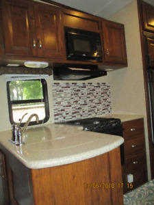5TH WHEEL IN SHOWROOM CONDITION