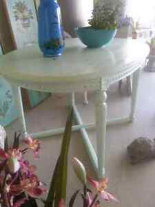 ANTIQUE Funky Oval Table