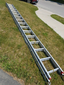 32' Featherlite extension ladder. Rated 225lbs.