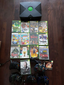 1st gen Microsoft Xbox gaming console, 5 controllers, 14 games