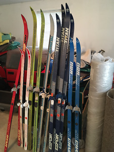a variety of of different sizes of cross country skis