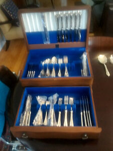 Coutellerie Birks Regency Plate 88 pieces flatware (CASCADE)
