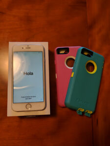 64GB Unlocked Silver iPhone 6 with two Otterbox Defender Cases