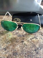 Women's ray bans with case
