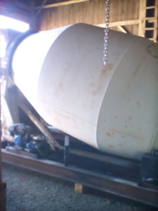 10 yard concrete mixer good working condition