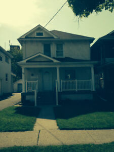 SPACIOUS 1 BDRM + DEN APT FOR RENT IN ST. CATHARINES - Bills Inc
