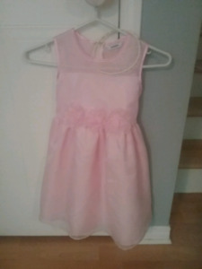 Robe d'occasion  fille 6 ans