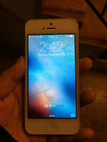 Selling Rogers 16 GB IPHONE 5 - Excellent Condition