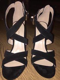 Size 5 new black strappy heels
