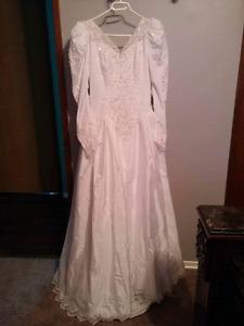 Beautiful Vintage Wedding Dress - size 14