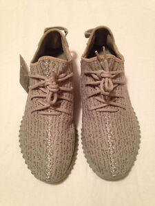 // FREE DELIVERY \\ YEEZY BOOST 350 Moonrock