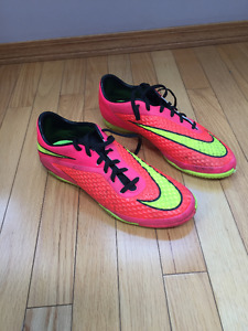 size 9.5 indoor soccer cleats