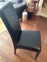 Chaise pour table à manger Quality leather chairs valeur 350+tx