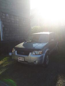 2007 Ford Escape 4x4  v6   $1000 obo
