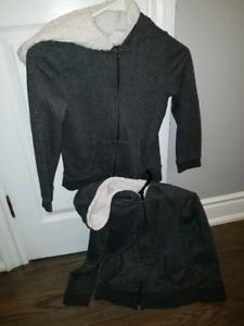 Two identical hoodies 7/8