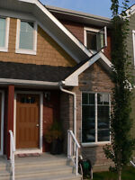 Beautiful Townhouse in Clearview Ridge with Developed Basement!