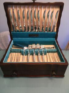 coutellerie pour 12, 94 pièces, 1847 Roger Bros Flair, vintage