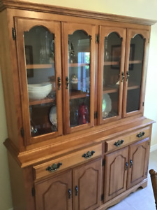Buffet and Hutch with double doors!
